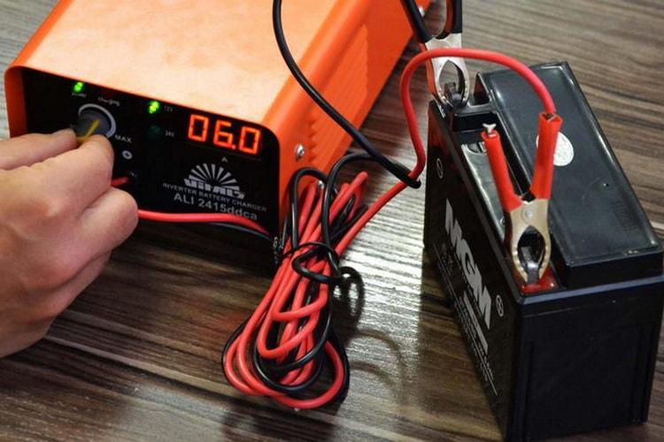 При зарядке аккумулятора идут пузырьки