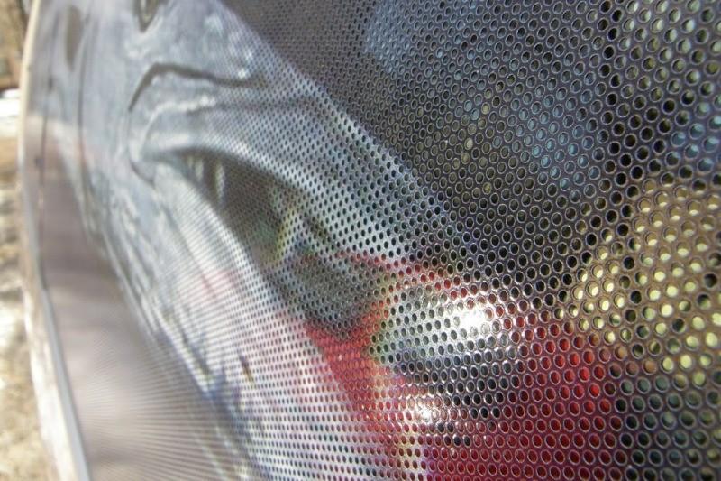 Тонировка стёкол автомобиля перфорированной пленкой