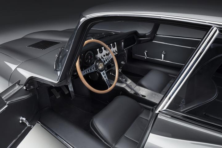 Jaguar E-type 60 Collection— 12 отреставрированных машин