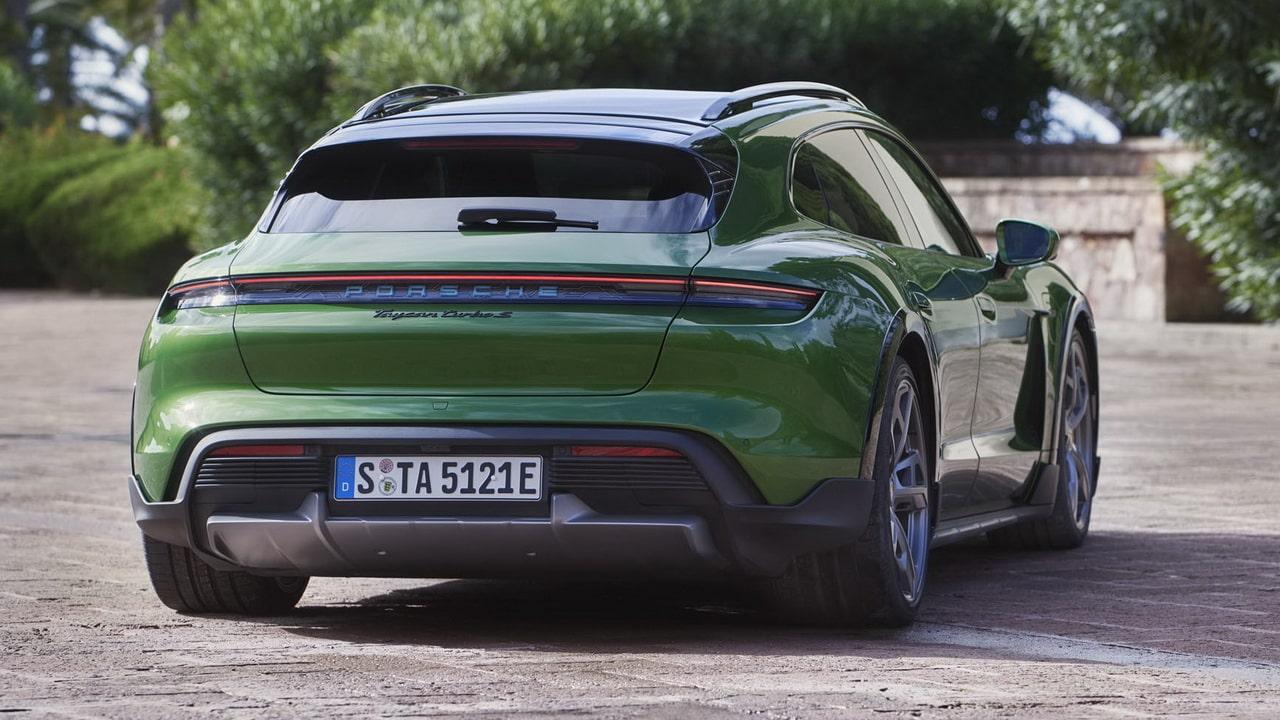 Электричесий Porsche Taycan Cross Turismo 2022— кросс-универсал в 4-х модификациях