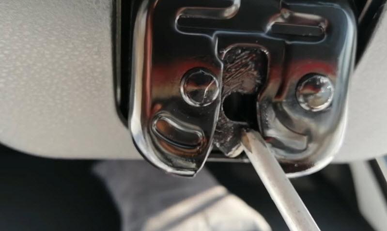 Не закрывается дверь в машине— причины и решения проблемы