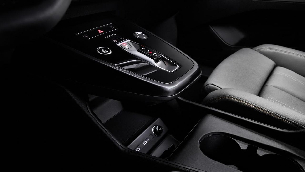 Электрический Audi Q4 e-tron 2021— обычная версия электрокара и Sportback