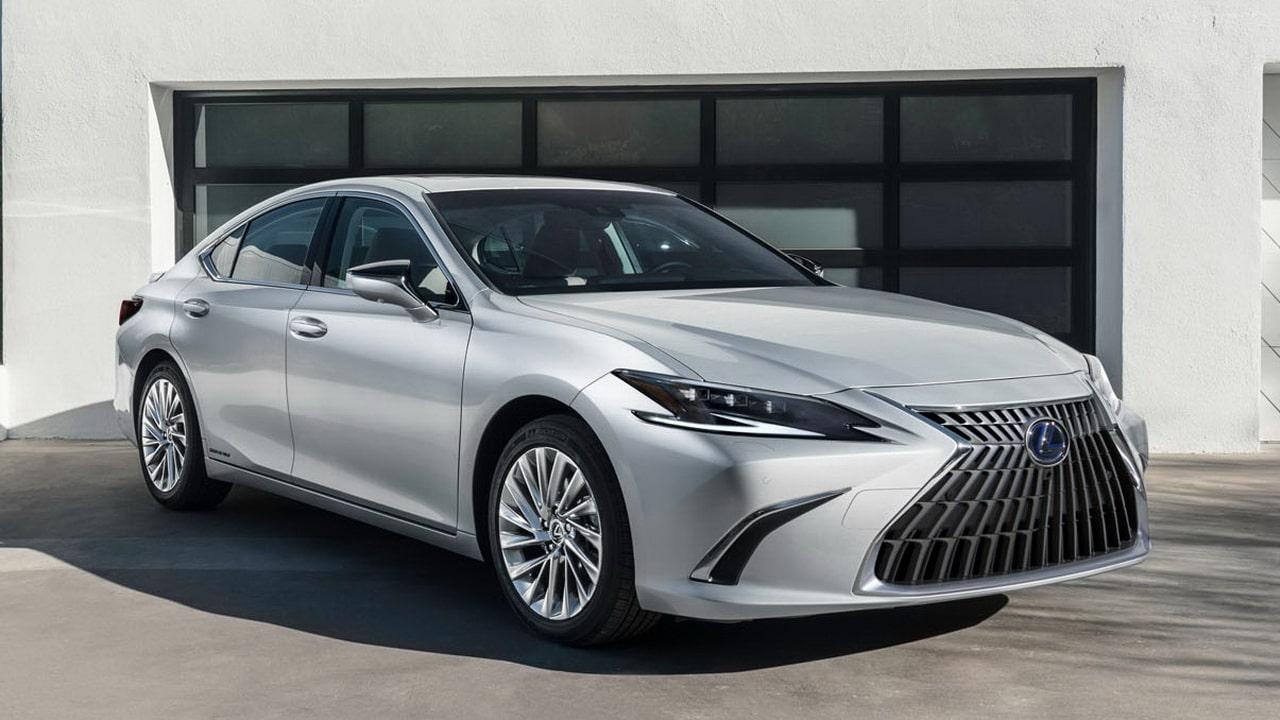 Lexus ES 2022 после рестайлинга— доработанная версия предыдущей модели седана