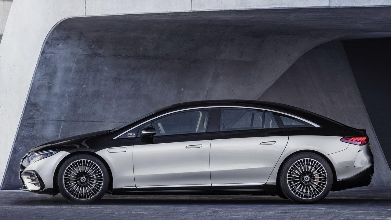 Mercedes-Benz EQS 2022— новый электрический лифтбек класса люкс (запас хода 770 км)