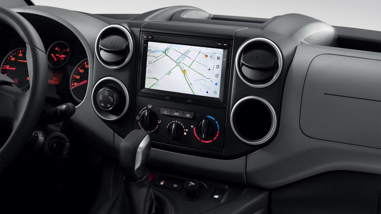 Peugeot Partner Crossway 2021— новый пассажирский компактвэн для российских покупателей