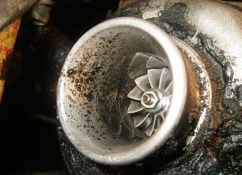 Причины синего (сизого) дыма из выхлопной трубы дизельного двигателя