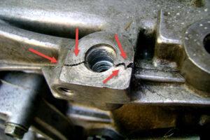 Трещина блока цилиндров двигателя