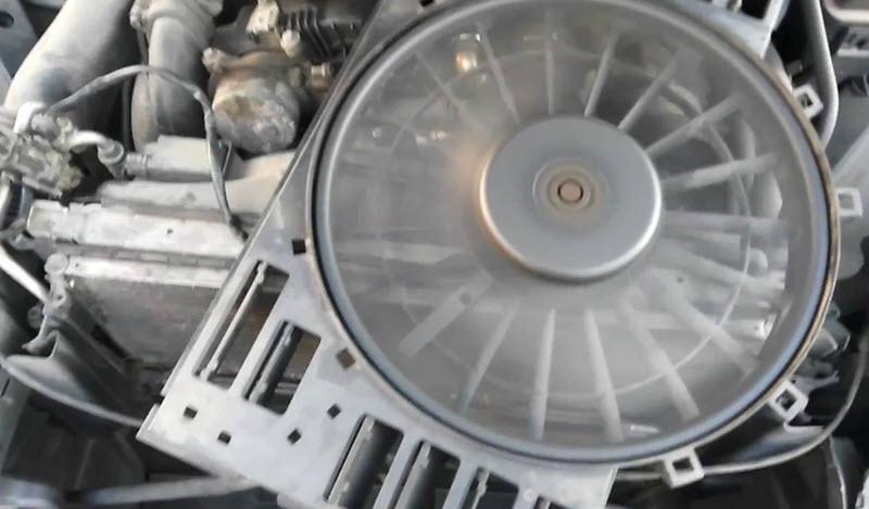 Почему в машине кондиционер дует теплым воздухом