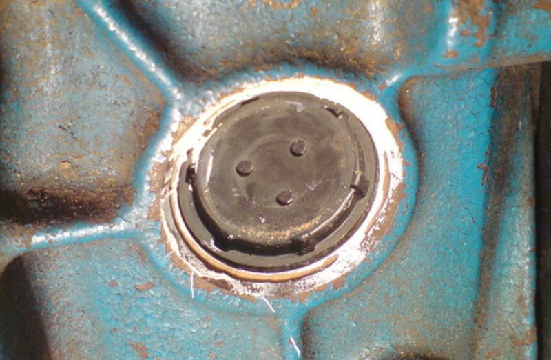 Как заменить заглушку в блоке двигателя при возникновении течи