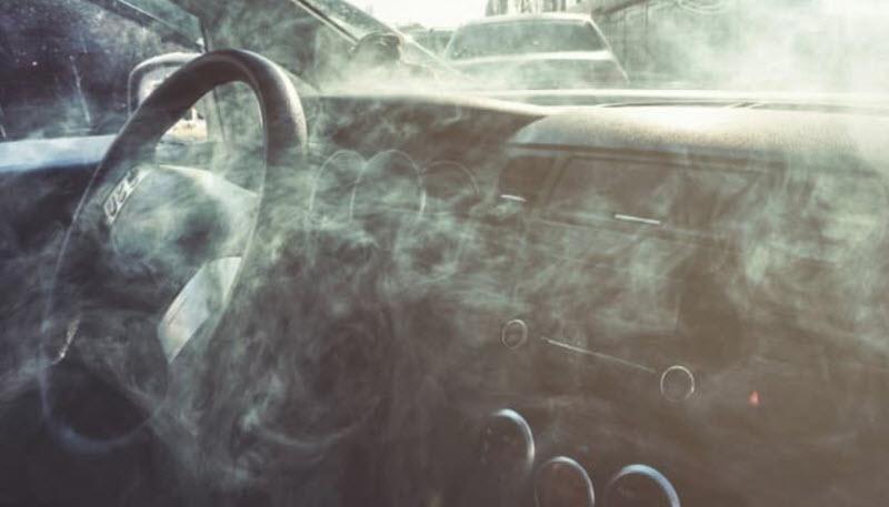 Причины запаха масла в салоне автомобиля