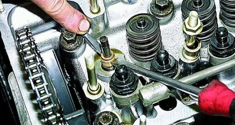 Почему изнашиваются маслосъемные колпачки и как их заменить