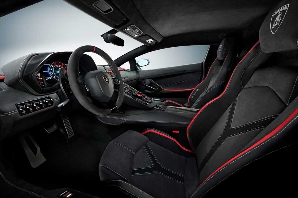 Lamborghini Aventador LP 780-4 Ultimae— ограниченный тираж нового купе и родстера