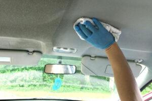 Чистка потолка в авто